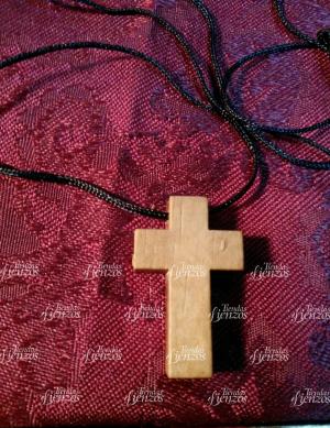 Cruz de madera colgante